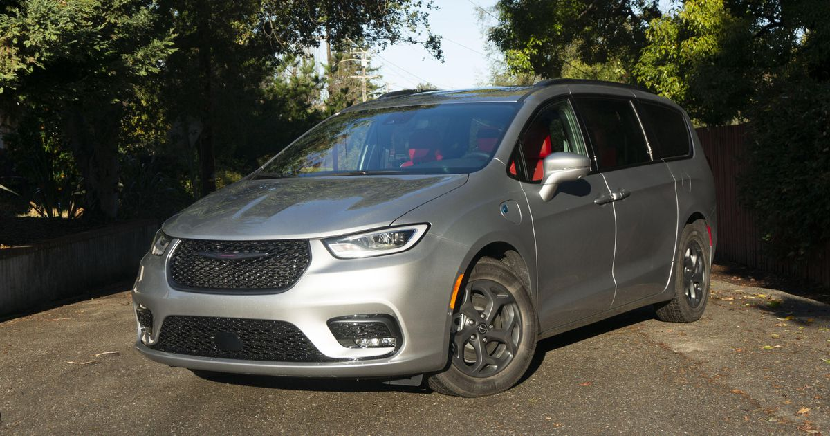 2021 Chrysler Pacifica Hybrid overview: Sensible plug-in